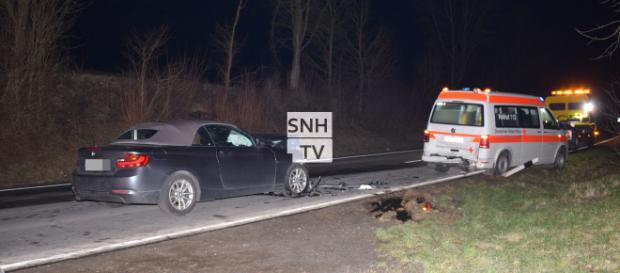 Der BMW fuhr ungebremst in den haltenden Krankenwagen. Foto: SinsheimTV/Buchner