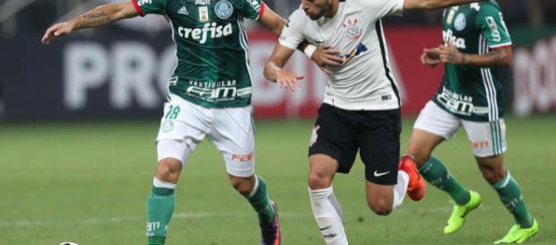 Em 2016, Palmeiras levou vantagem; em 2017, Corinthians se deu melhor