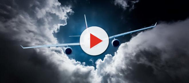 Flatulenza in volo: atterraggio d'emergenza per un aereo