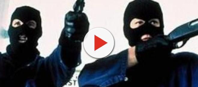 'Dammi i soldi o ti uccido': rapina a mano armata nel napoletano