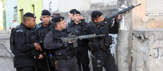 Policiais militares matam três suspeitos que estavam armados no Rio de Janeiro