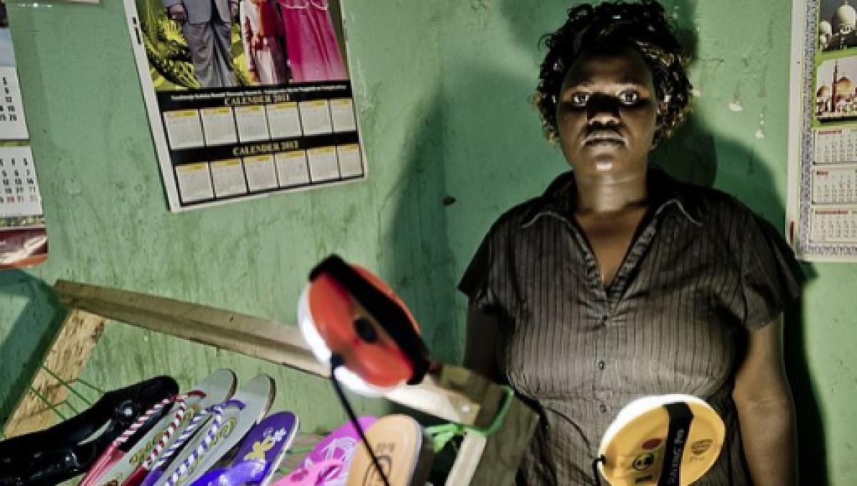 Good Samaritan of Puerto Rico distributes solar lamps for free