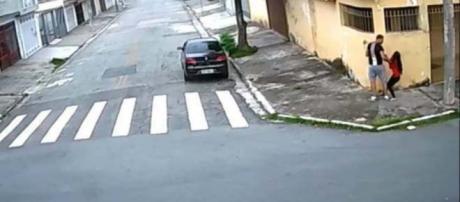 Jovem é estuprada dentro de carro em SP (Captura de vídeo)