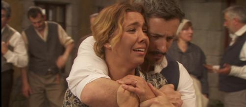 Emilia ed Alfonso piangono disperati