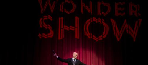 Eric Walton hosting WONDERSHOW. / Image via Allison Stock, used with permission.