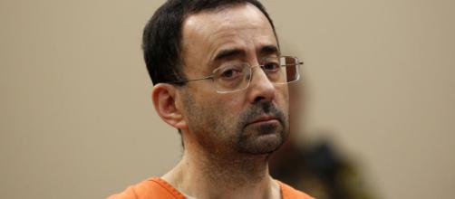 Larry Nassar attaccato fisicamente in tribunale