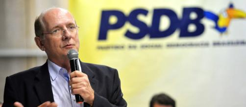 Senador do PSDB quer regular a internet