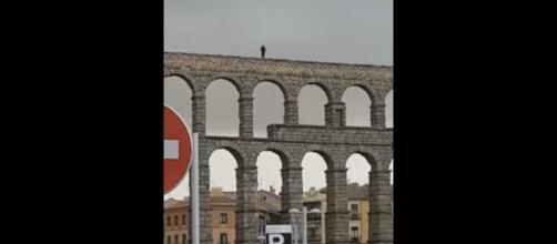 Intento de suicidio en el Acueducto de Segovia