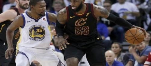 Kevin Durant reacciona al informe de que LeBron podría unirse a los Warriors - http://bleacherreport.com
