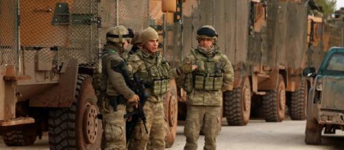 Militares Turcos no Monte Bersaya, norte da Síria