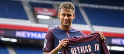 Neymar, com apenas 25 anos, já conquistou números expressivos na carreira