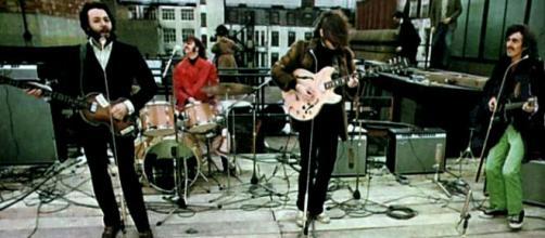 Paul, Ringo, John e George em 30 de janeiro de 1969 no terraço da Apple