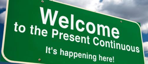 Tudo que está acontecendo agora é definido como present continuous em inglês.