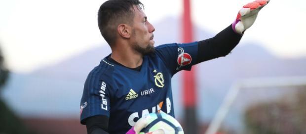 Diego Alves deve voltar a jogar pelo Flamengo em breve