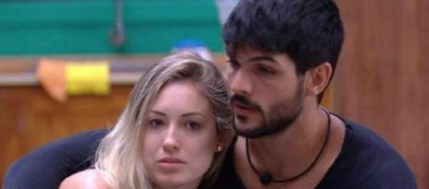 Jéssica e Lucas conversaram sobre a relação