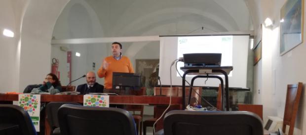 Nell'immagine il Coordinamento del CSV Sodalis e alla sinistra una docente del Suor Orsola Benincasa