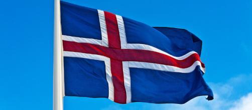 Bandera de Islandia – Alessandro Grussu | La Huella Digital - lahuelladigital.com