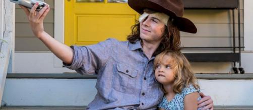 "Carl e Judith, personagens de ""The Walking Dead""."