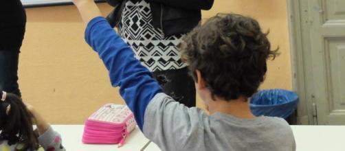Il professore chiedeva il saluto nazista ai suoi alunni