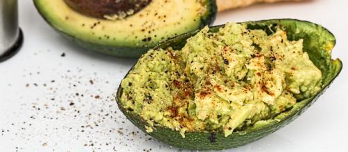 Salsa guacamole, l'alternativa light alla maionese.
