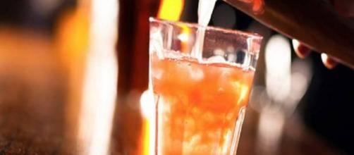 Estudio revela que beber alcohol tres veces por semana reduce la diábetes.