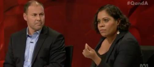 Shareena Clanton da un discurso