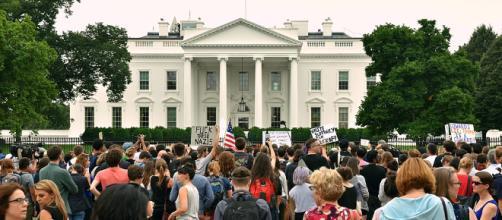 Students protest outside White House (Image Credit: Kellybdc via Wikimedia)