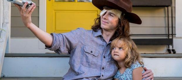 "Carl e Judith, personagens de ""The Walking Dead""."