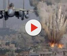 Bombardamento aereo su una città in Siria