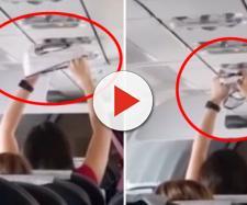 Jovem é vista secando roupa íntimas em avião. (Foto Reprodução).