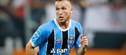 Artur acerta transferência para o Barcelona