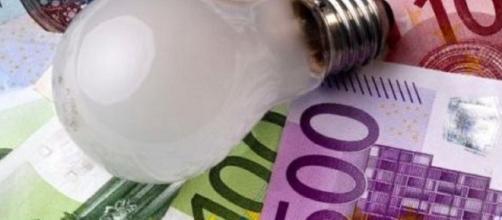 Aumenti sulla bolletta dell'Enel: il messaggio su Whatsapp