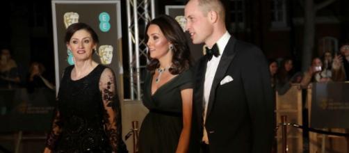 Kate Middleton causa revuelo por no vestir de negro en los BAFTA