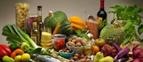 Eat like the Greek to live longer. Image Credit: Philip Chrysopoulos / YouTube Screenshot