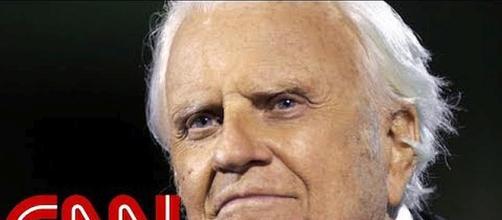 Evangelist Billy Graham dies at 99 [Image: CNN/YouTube screenshot]