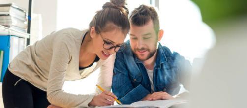 Relaciones de pareja: Por qué tener una buena amiga en el trabajo ... - elconfidencial.com