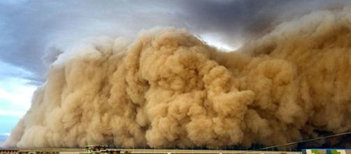Una tormenta de polvo, tormenta de arena o polvareda es un fenómeno meteorológico común
