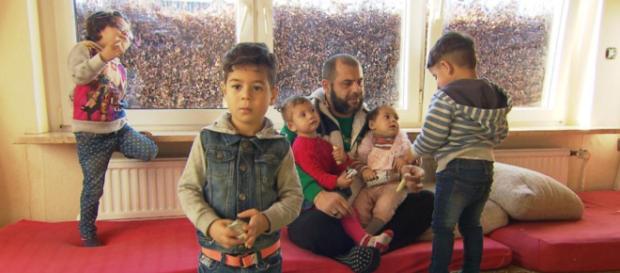 Ahmad împreună cu cinci din cei șase copii - Foto: Spiegel TV