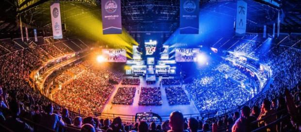 Estadio lleno de espectadores viendo los Worlds de League Of Legends
