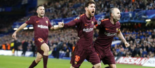 Leo Messi, Iniesta y Jordi Alba celebran el gol ante el Chelsea