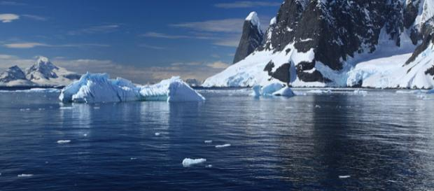 Melting glaciers in Lemaire Channel, Antarctica. - [Image Credit – Liam Quinn, Wikimedia Commons]