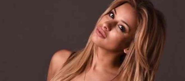 Sarah Martins, une ancienne escort ? Aqababe dévoile des photos très hot de la candidate de Friends Trip 4 et des Anges 10 !