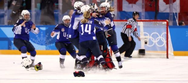 Team USA women's hockey team (Photo via HockeyUS/Youtube screencap)