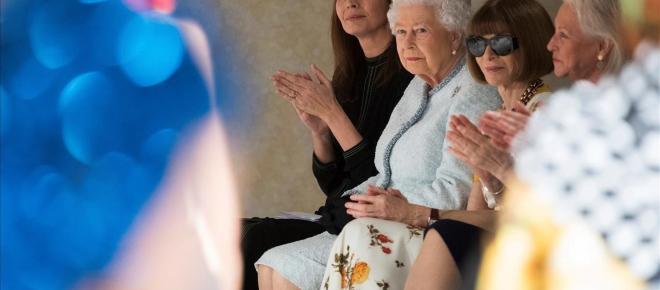 Queen y Anna Wintour en la primera fila de la London Fashion Week