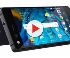 ZTE presenta il telefono pieghevole in Italia, si chiama Axon M