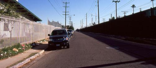 Border fence between USA and Mexico along 1st Street in Calexico (Image credit – Omar Barcena, Wikimedia Commons)