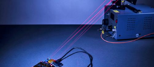 Il laser che ricarica il telefono a distanza