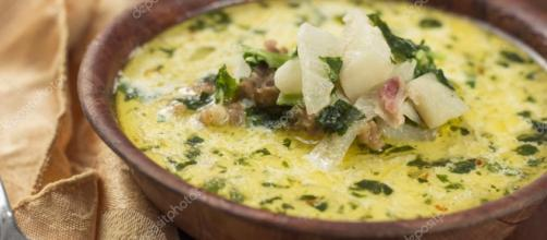 Zuppa Toscana salchicha y sopa de col rizada — Foto de stock ... - depositphotos.com