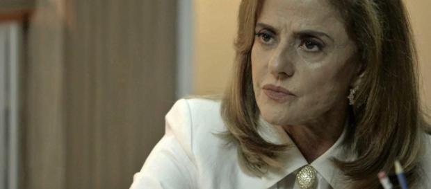 """Lívia recebe bomba de sua """"mãe"""". (Foto Reprodução)."""