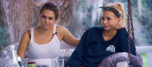 Der Bachelor: Janine Christin (l.) und Carina streiten auch nach der Sendung weiter - Foto: MG RTL D